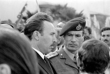 Le président de l'Algérie Houari Boumediene et le président de la Libye Mouammar Kadhafi