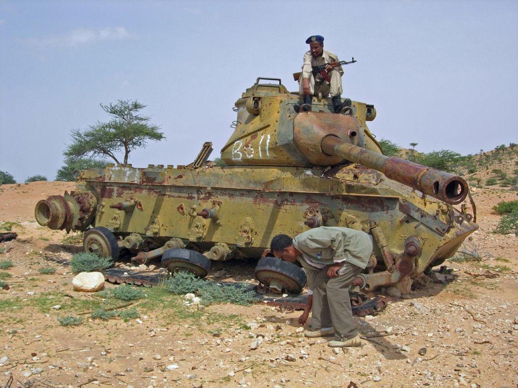 Ruined_tank_in_Hargeisa