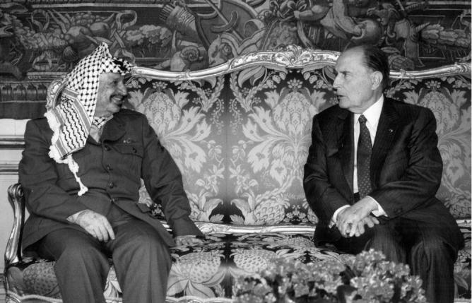 Le leader de l'OLP Yasser Arafat et le président François Mitterand