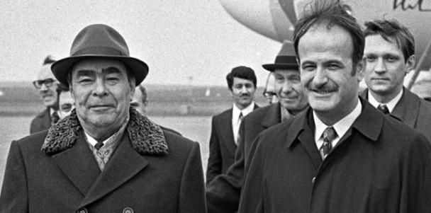 Léonid Bbjreinev et Hafez El Assad en 1979 à Moscou