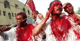 musulmans chiites lors de la fête d'Achoura à Kerbala où ils se mutilent en hommage au martyre d'Hussein